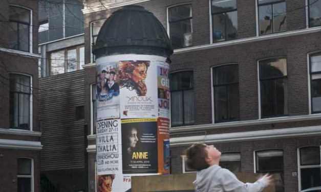 Straatverhalen: Het pleintje met de peperbus