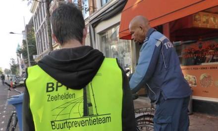 Het is begonnen: Weesfietsen labellen Prins Hendrikstraat