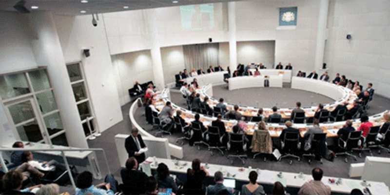 Raadszaal den haag. Gemeentehuis Spui Den Haag