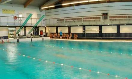 Vaders zwemmen gratis op Vaderdag