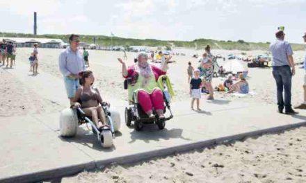 Strand Scheveningen & Kijkduin heeft extra betonpaden voor rolstoelers en kinderwagens