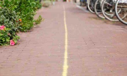 AD: Gele streep door Zeeheldenkwartier is nu wit