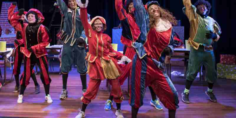 Ook dit jaar brengt Rabarber weer een nieuw geschreven, vrolijke Sinterklaasvoorstelling.