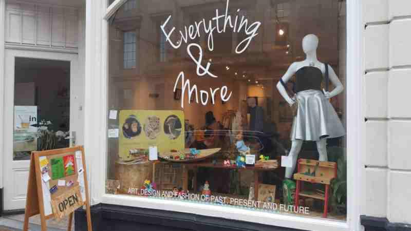 Everything & More is een winkel waar startende designers en kunstenaars hun werk tonen, en waar de klant terecht kan voor iets nieuws en unieks.