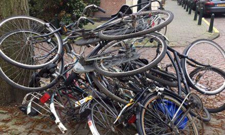 Fietswrakken in de Jacob van der Doesstraat