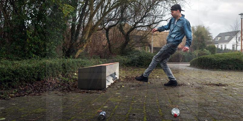 Voetballen met afval